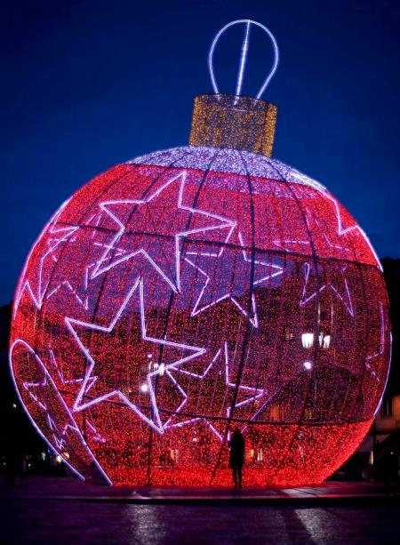 Christmas-Toy-ball-in-Lisbon-Portugal