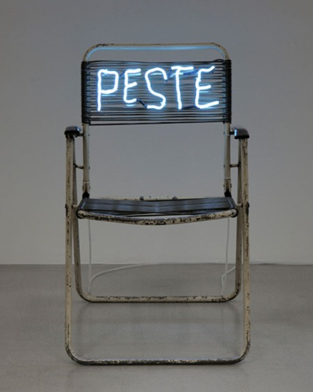 claude_leveque_peste_neon_on_chair_collabcubed (1)