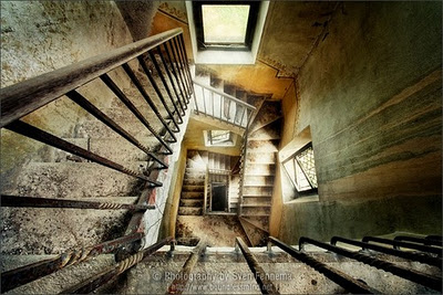 cool,stairs,color,interior,photography,light-db49fa2d4c3b2c500b1cb06bd7886176_h